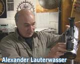 Alexander Lauterwasser richtet die Videokamerea ein. Aus der DVD von Alexander Lauterwasser