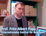 Filmfoto des Films Wassermeister von Franz Fitzke - Professor Fritz Albert Popp - Internationales Institut für Biophysik - © UrQuellWasser